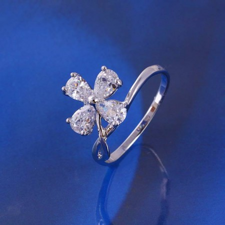 Кольцо в форме цветка с белыми фианитами 11027(16) фото | Brulik